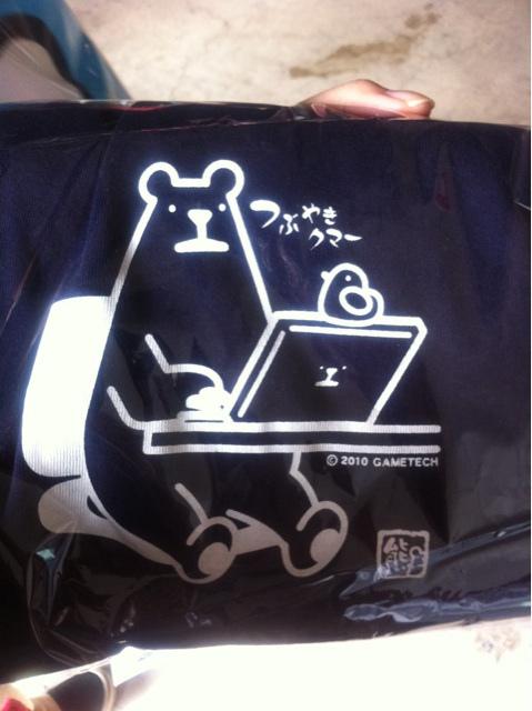 ミテクマちゃんがみんなに愛されてて素敵なブースでした。ネイビーTシャツM、ラスト一枚買っちやったー♪ #gt_tgs2010